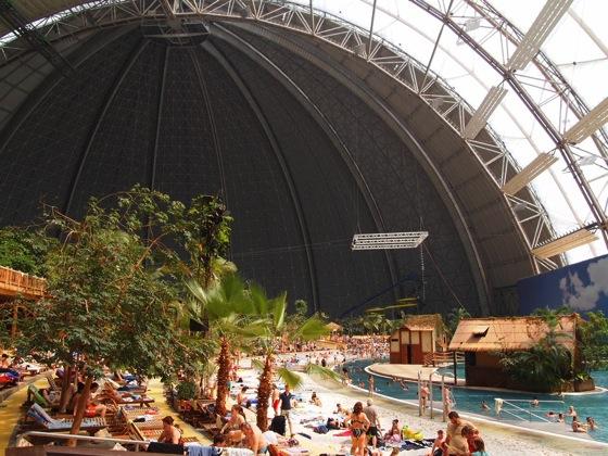 ベルリン近郊のデカすぎる室内プールがまるで地上の楽園だった