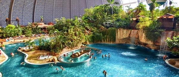 tropicalpool1 ベルリン近郊のデカすぎる室内プールがまるで地上の楽園だった