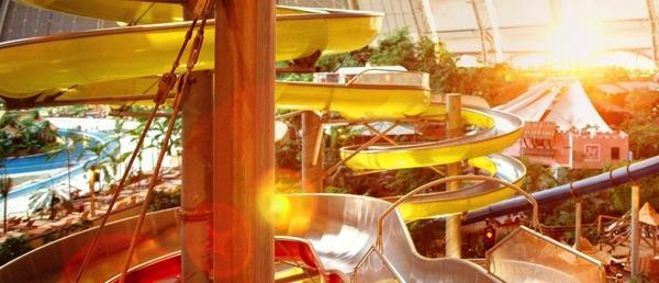 tropicalslider ベルリン近郊のデカすぎる室内プールがまるで地上の楽園だった