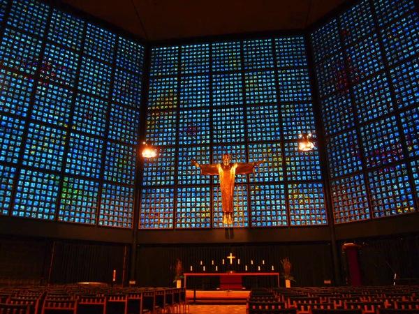 P3270319 息を飲む美しさ!青い光に包まれるベルリンの青の教会!カイザーヴィルヘルム教会が神秘的!