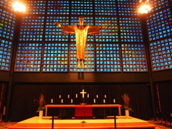 P3270329 息を飲む美しさ!青い光に包まれるベルリンの青の教会!カイザーヴィルヘルム教会が神秘的!