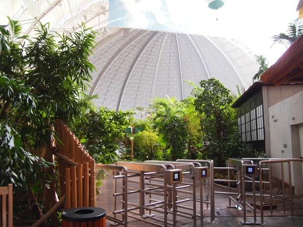 P5173439 ドイツのプール楽園すぎ!混浴温泉のある巨大プール「トロピカルアイランド」に行ってみた!