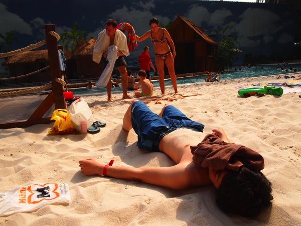 P51735371 ドイツのプール楽園すぎ!混浴温泉のある巨大プール「トロピカルアイランド」に行ってみた!