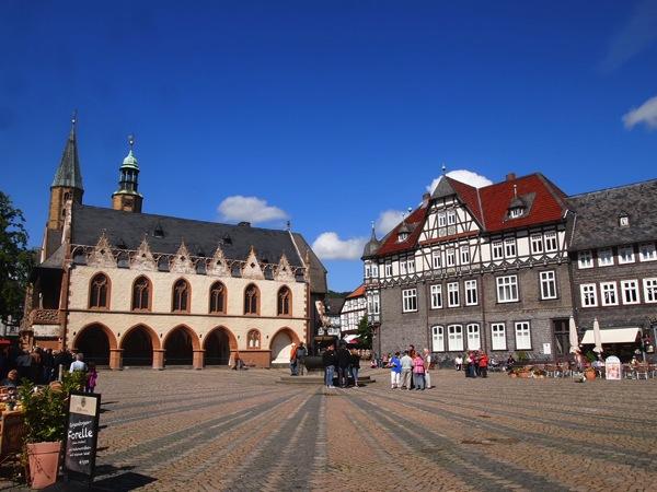 877f54c1b085ecfdd4ae552ce267d9421 ドイツの山間に広がる歴史都市ゴスラー