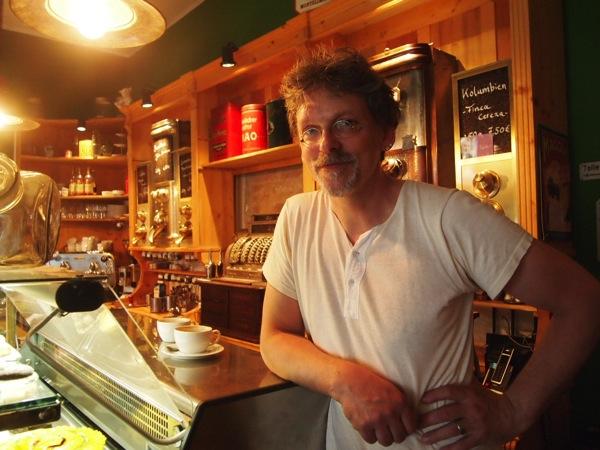 P7098272 これは映画の世界!物語に迷い込んだ気分がするベルリンのカフェ