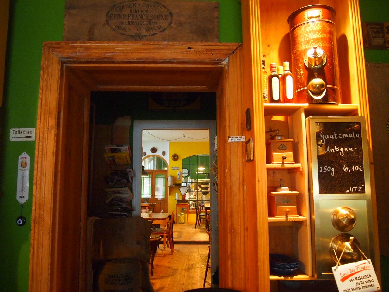 心臓が止まるかと思った。怖すぎるベルリンのカフェ!トイレの扉を開くと……