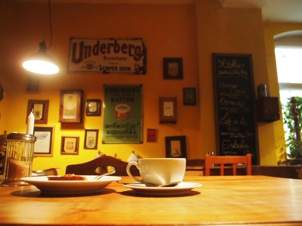 P7098305 これは映画の世界!物語に迷い込んだ気分がするベルリンのカフェ