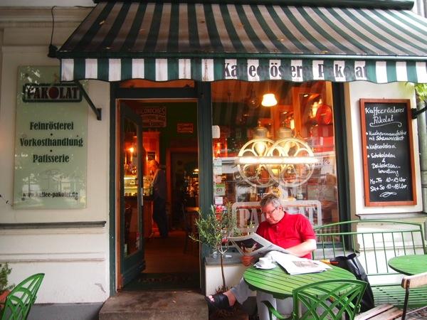 P7098354 これは映画の世界!物語に迷い込んだ気分がするベルリンのカフェ
