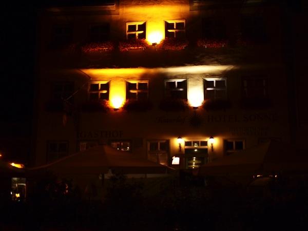 nordlingen nacht2 ネルトリンゲンは進撃の巨人の聖地?3つの特徴を調査した結果…