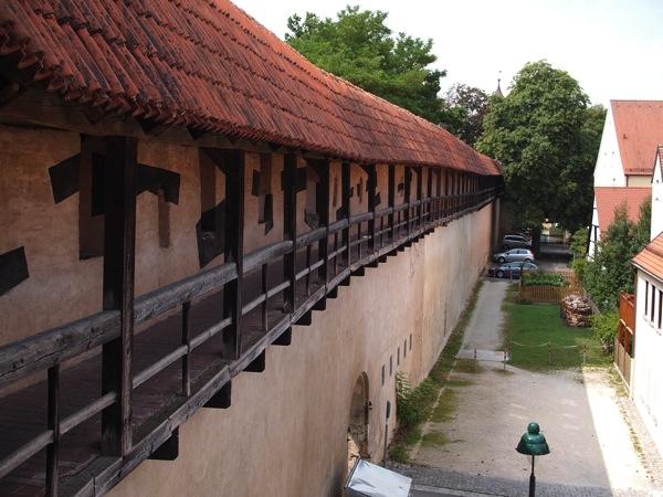 nordlingen wall3 ネルトリンゲンは進撃の巨人の聖地?3つの特徴を調査した結果…