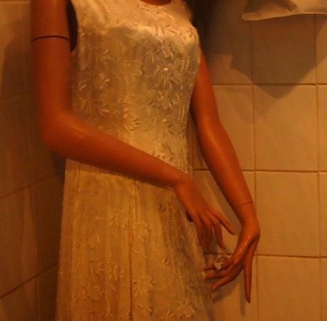 women2 心臓が止まるかと思った。怖すぎるベルリンのカフェ!トイレの扉を開くと……
