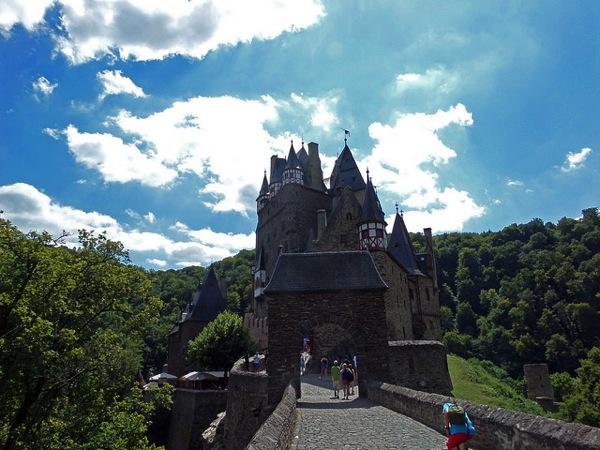Eltz Ludovic Michel ドイツおすすめ観光地ベスト30…世界1番人気はネズミの国!