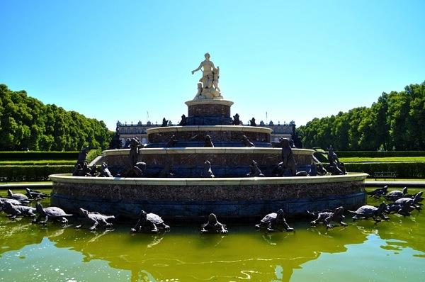 fountain 278250 640 ドイツおすすめ観光地ベスト30…世界1番人気はネズミの国!
