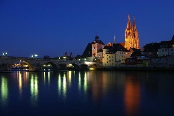 regensburg 85883 640 ドイツおすすめ観光地ベスト30!世界1番人気はネズミの国!