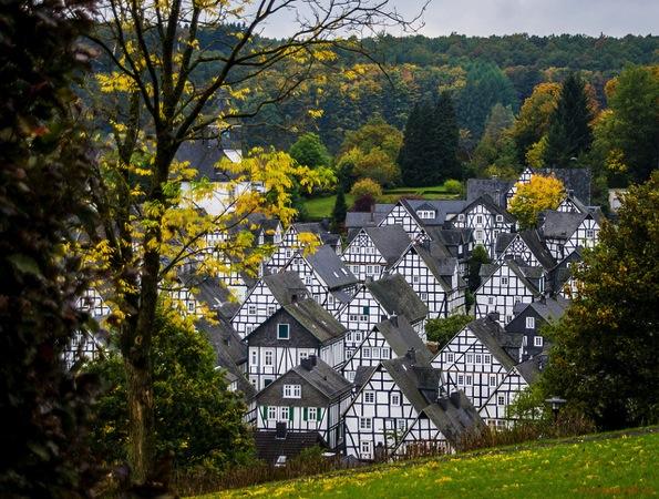 Freudenberg Polybert49 カラフルすぎる家に空キャンプ!世にも奇妙なドイツの観光スポット8選