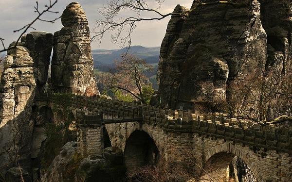 Sachsische Schweiz  Edwin Gimpel カラフルすぎる家に空キャンプ!世にも奇妙なドイツの観光スポット8選