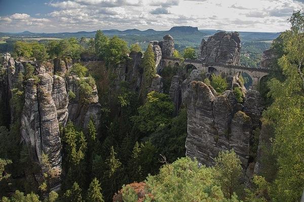 saxon switzerland 1053493 640 カラフルすぎる家に空キャンプ!世にも奇妙なドイツの観光スポット8選