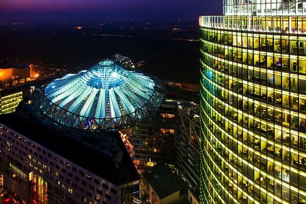 sonycenter Andreas Levers カラフルすぎる家に空キャンプ!世にも奇妙なドイツの観光スポット8選