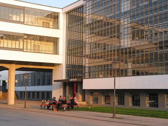 Bauhaus in Dessau 546x409 斬新デザインで世界が震撼!世界遺産バウハウスとは?ドイツの美しい部屋と家8選も合わせてどうぞ