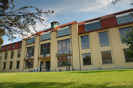 Bauhaus weimar 546x364 斬新デザインで世界が震撼!世界遺産バウハウスとは?ドイツの美しい部屋と家8選も合わせてどうぞ