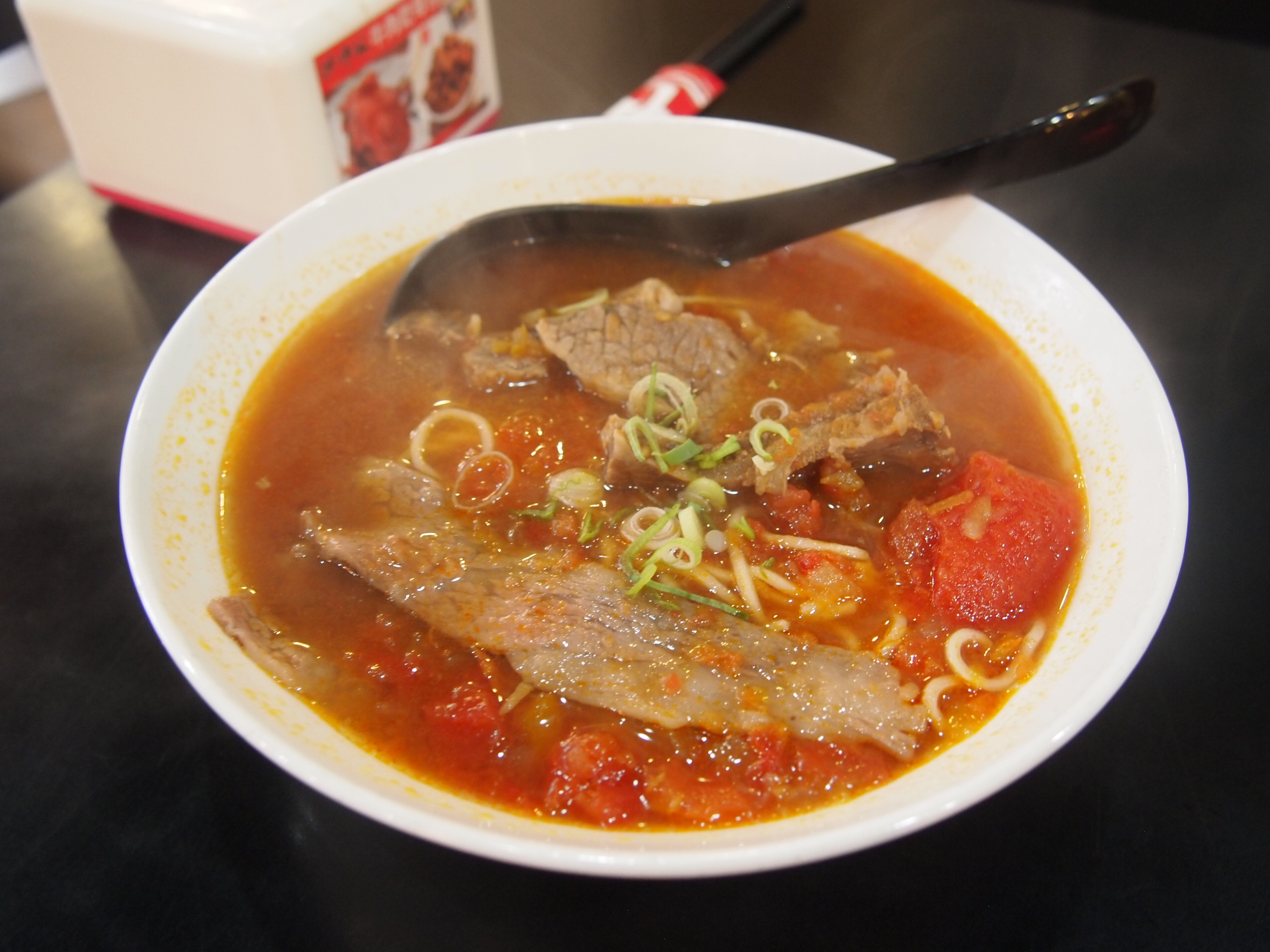台北でわざわざ食べる価値あり!洪師父牛麺のトマト麺が美味い!