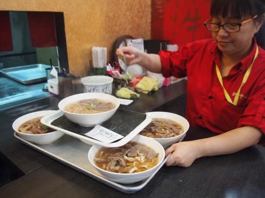 P3171831 546x409 台北でわざわざ食べる価値あり!洪師父牛麺のトマト麺が美味い!