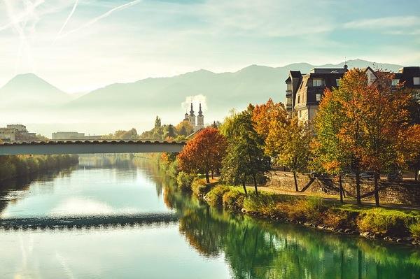 autumn 学生に人気の国は?卒業旅行で行きたい10の海外ランキング
