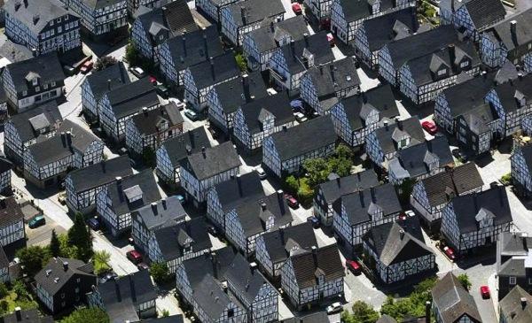 freudenberg sky 色がないのに絶景!ドイツ秘境にある街フロイデンベルクとは?