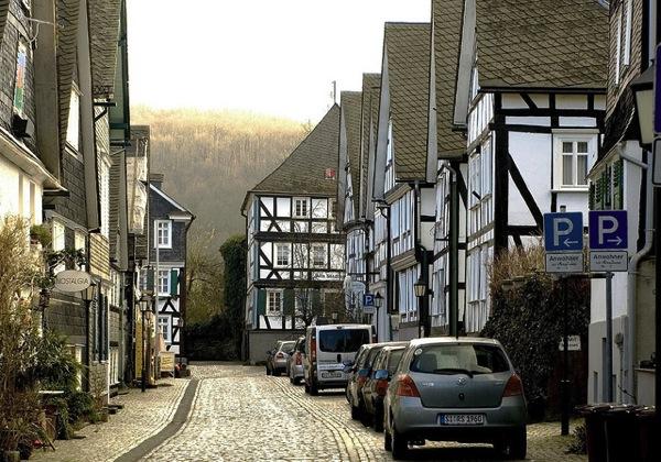 greudenberg Thomas Depenbusch 色がないのに絶景!ドイツ秘境にある街フロイデンベルクとは?