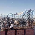 銀色に輝く水上コンサートホールがドイツ・ハンブルクに登場!