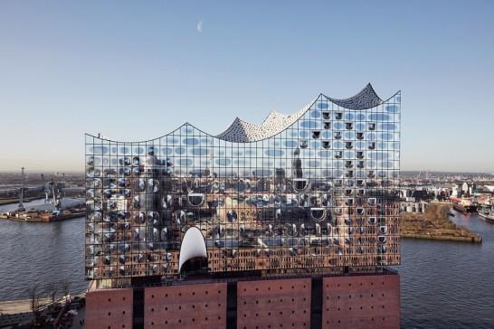 Elbphilharmonie web 546x364 銀色に輝く水上コンサートホールがドイツ・ハンブルクに登場!