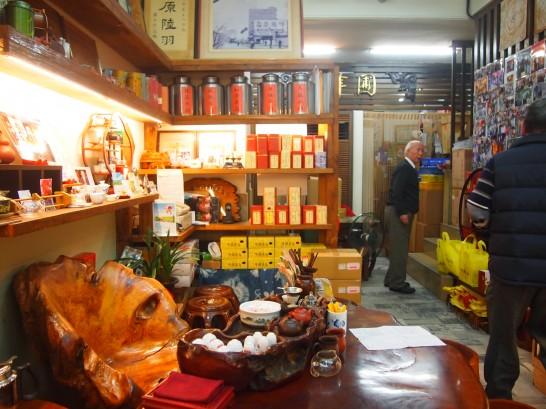 P3151024 546x409 台北駅から徒歩6分で日本語OK!お茶を買うなら峰圃茶荘がおすすめ!
