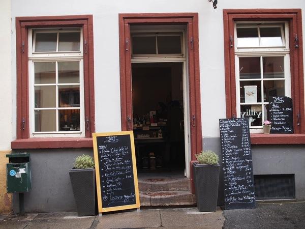 P8152560 賑やかすぎるドイツのカフェ!ハイデルベルクでギター美女が即興ライブ!