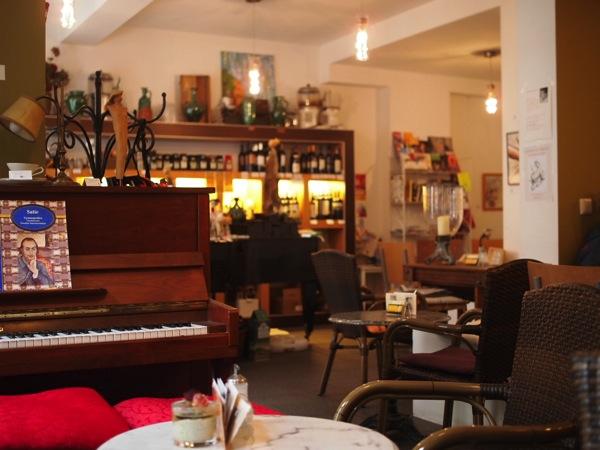 P8152750 賑やかすぎるドイツのカフェ!ハイデルベルクでギター美女が即興ライブ!