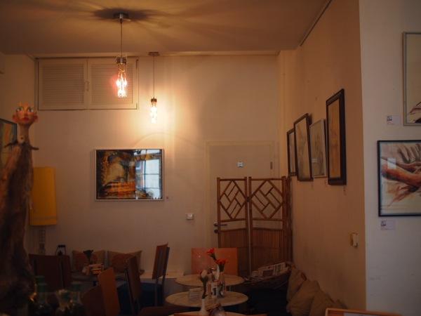 P8152789 賑やかすぎるドイツのカフェ!ハイデルベルクでギター美女が即興ライブ!