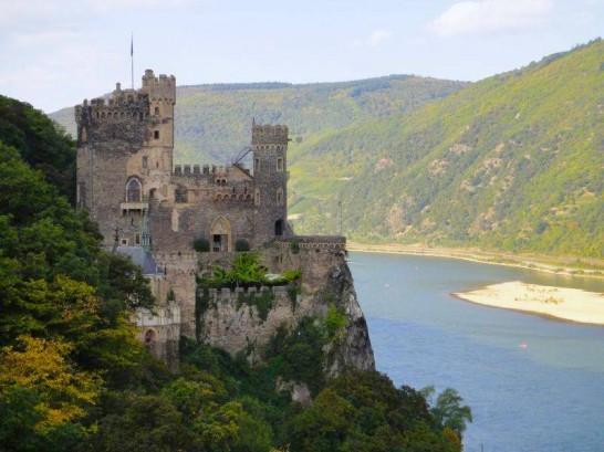 11188198 943756875644505 1767480023980760126 n 546x409 日本語OK!ドイツの古城で結婚式を挙げるならラインシュタイン城で憧れが実現!