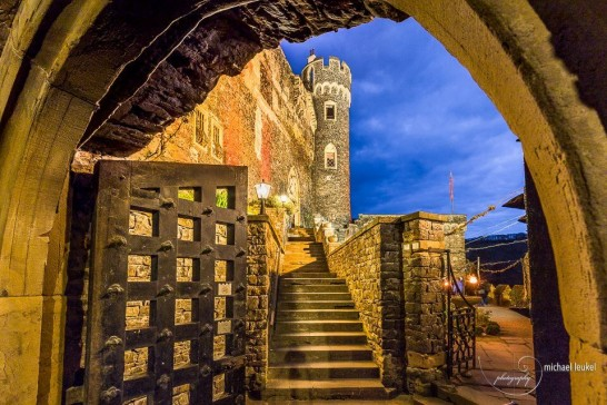 13076889 1562993853998260 1719125163188901316 n 546x364 日本語OK!ドイツの古城で結婚式を挙げるならラインシュタイン城で憧れが実現!