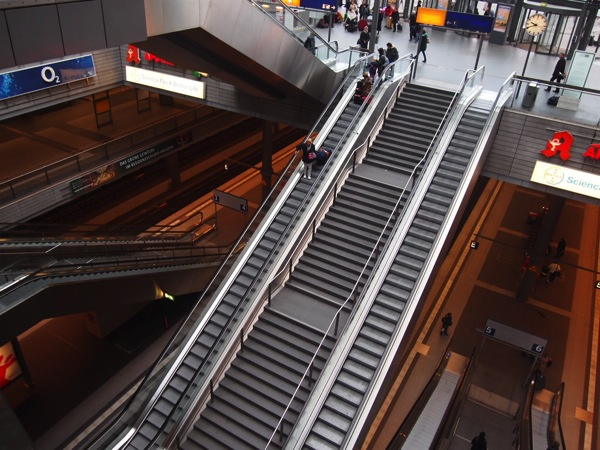 P2164201 ベルリン滞在にオススメのエリアは3つ!駅ごとに観光スポットを解説!