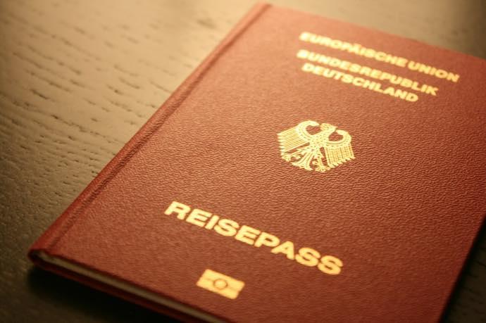 passport 全て日本語!ワーホリ・ドイツ留学にオススメの保険ステップインとは?