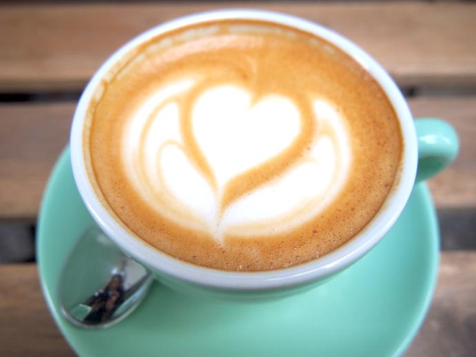 th PA2255011 都会の自然が気持ちいい!東ベルリンのカフェ『ポピュラスコーヒー』