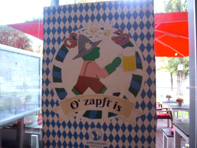 th PA204552 ベルリン観光で行きたい可愛いレストラン!アンペルマンレストラン行ってみた!