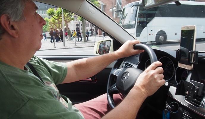 Mytaxi driver 690x400 Uber使えない!ドイツで簡単にタクシーを呼べるアプリ『Mytaxi』を使ってみた!