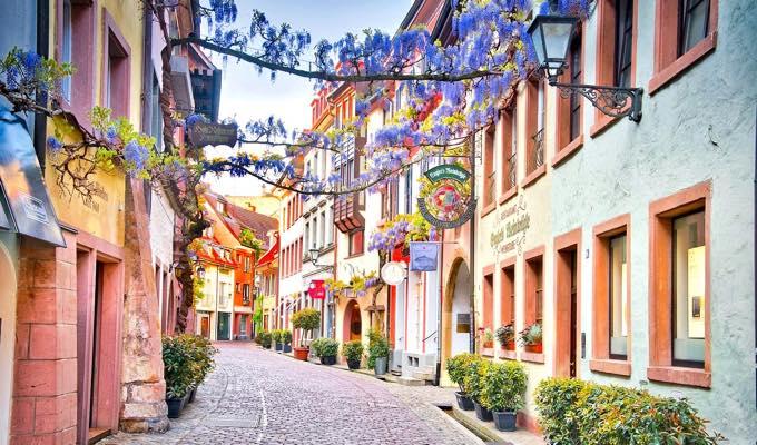 freiburg town 少人数でドイツ留学!フライブルクにある学校アルパディアとは?